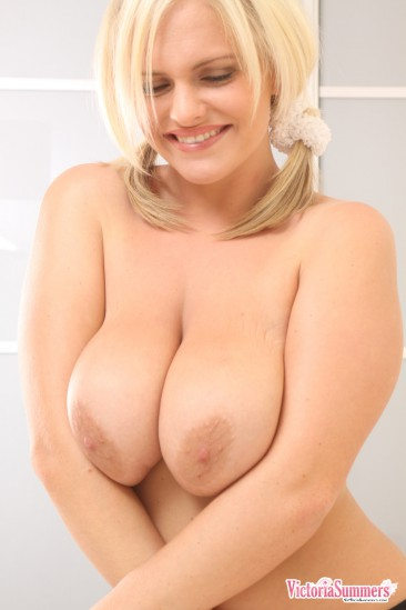 PHOTO | Victoria Summers huge boobs 13 366x549 - Victoria Summers titanic titties are released from their cage