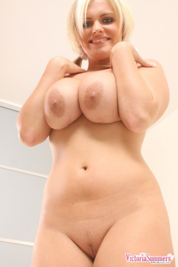 PHOTO | Victoria Summers huge boobs 16 366x549 - Victoria Summers titanic titties are released from their cage