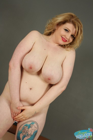 PHOTO | freya madison big tits 16 366x549 - Freya Madison shows off her big ass can crushers!