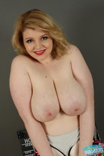 PHOTO   freya madison big tits 5 366x549 - Freya Madison shows off her big ass can crushers!