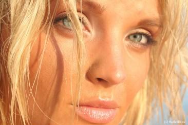 ines cudna on the beach (16)