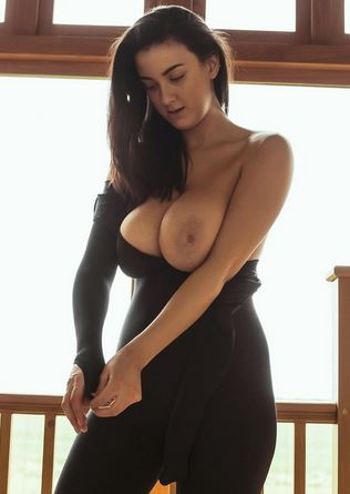 PHOTO   joey fisher - Joey Fisher's big ass boobs make this simple outfit look seductive