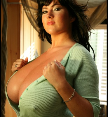 PHOTO | rachel aldana busty 15 370x400 - Rachel Aldana takes off her mint dress and the busty goodness pops out
