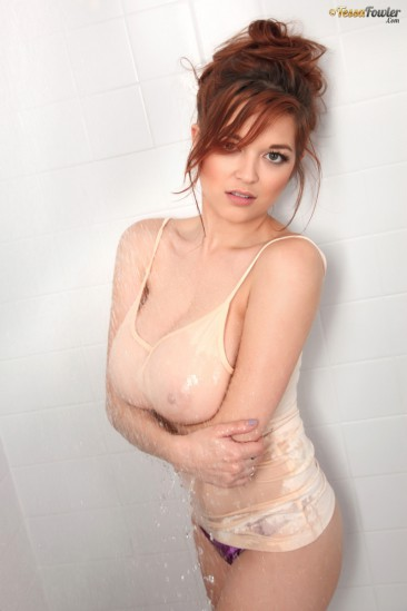 PHOTO | tessa fowler showers 2 366x549 - Tessa Fowler gets a little dirty in the shower