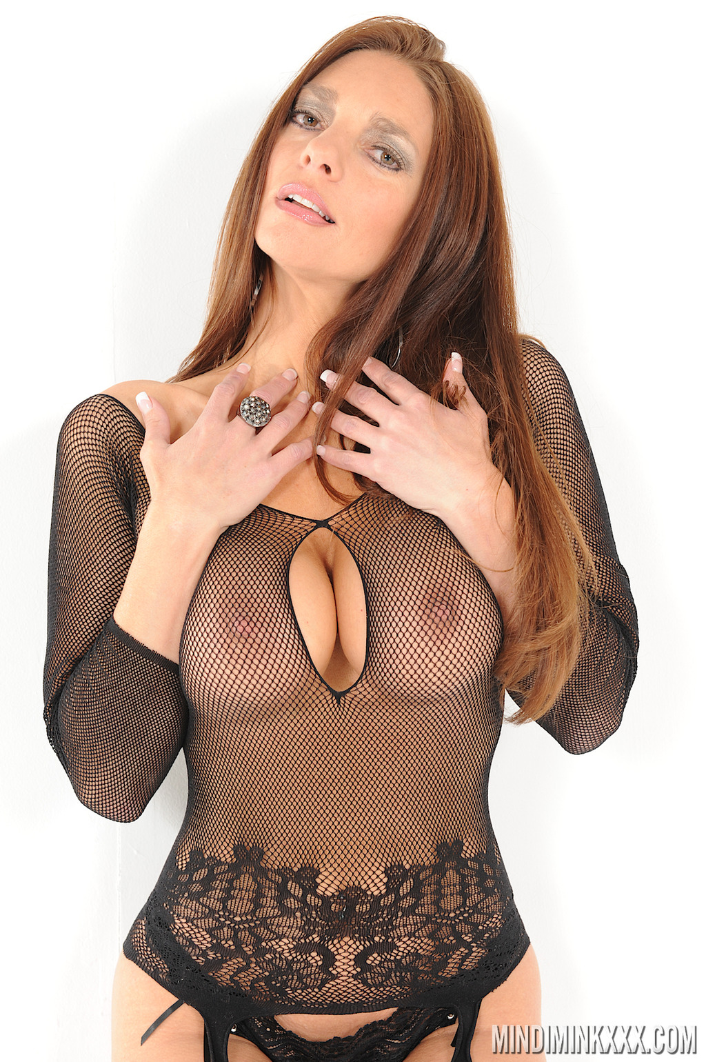 PHOTO | 01 14 - BUSTY MILF, Mindi Mink, Shows off those Tits that Aged like a Fine Wine!