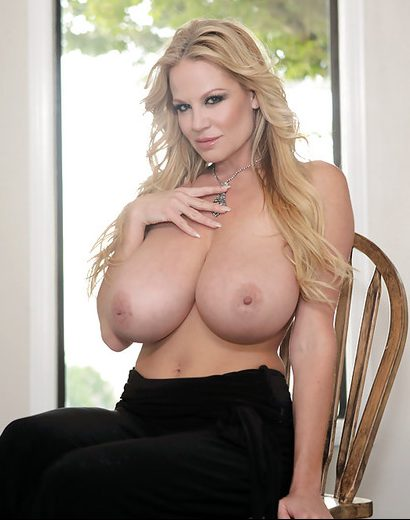 PHOTO | 04 2 e1511323557927 - THE LEGEND, Kelly Madison, Whips Out her EPIC Breasts!