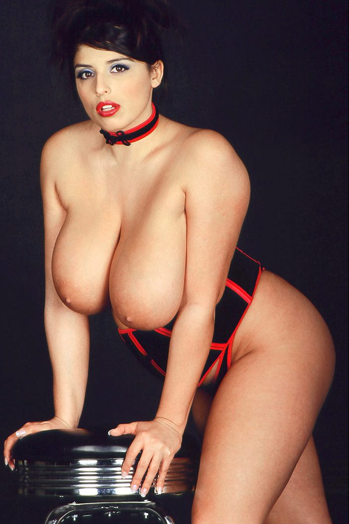 PHOTO | 04 3 e1511323959437 - Kerry Marie's CHEST MOUNTAINS are Another Modern Miracle of Creation!