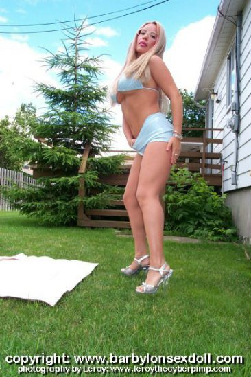 PHOTO   04 8 366x549 - STALKERS ON STANDBY as this Bustacular MILF Whips out her HUGE Tits in the Yard