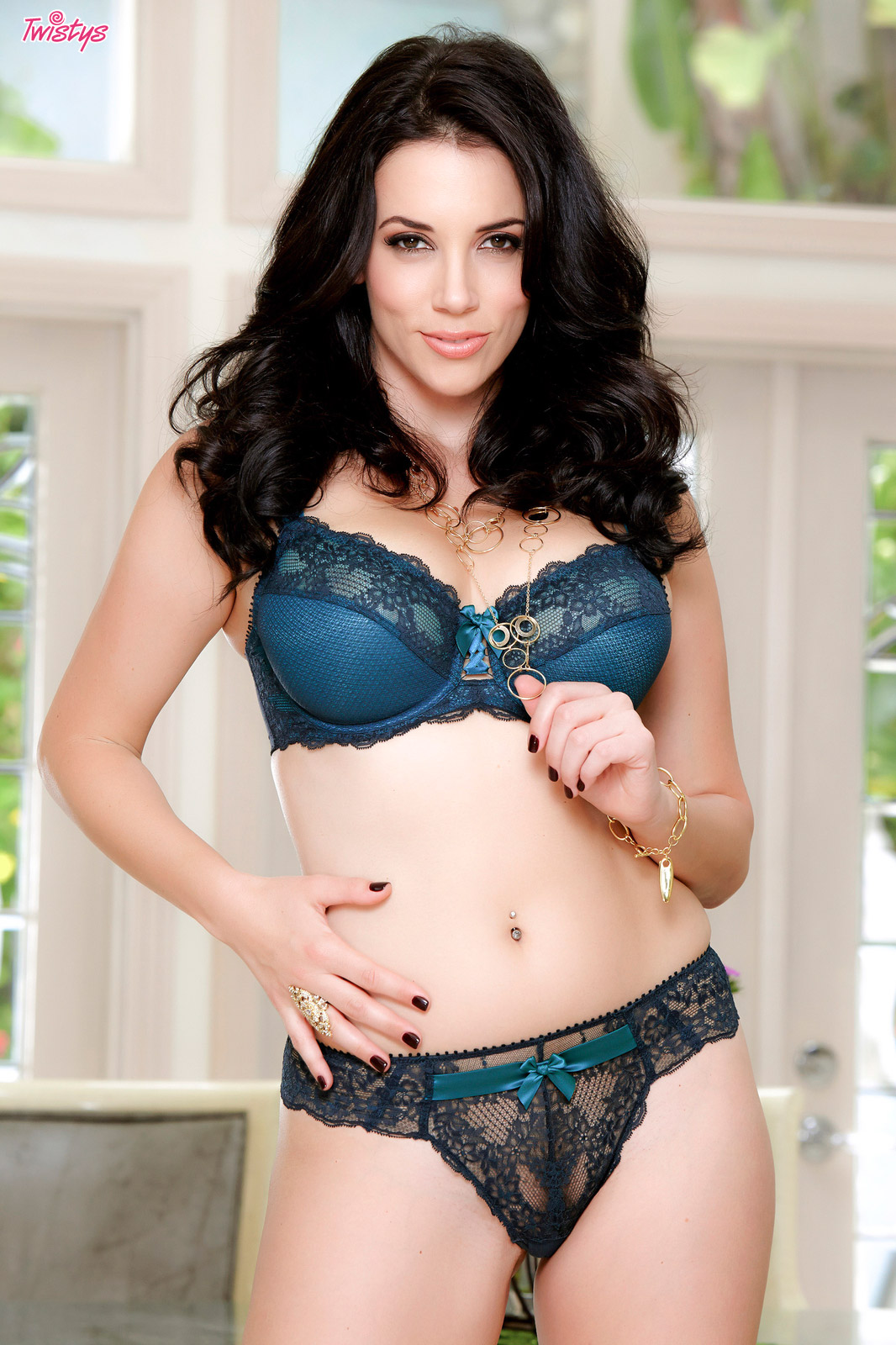 PHOTO | 0c219376 - LUST AND LUSCIOUS! Jelena Jensen is One SMOKING HOT MILF!