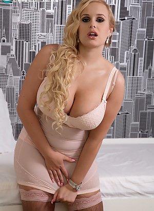 PHOTO | 275748 03 - HUGE BOOBS! Nothing but Massive Titty Having BBWs