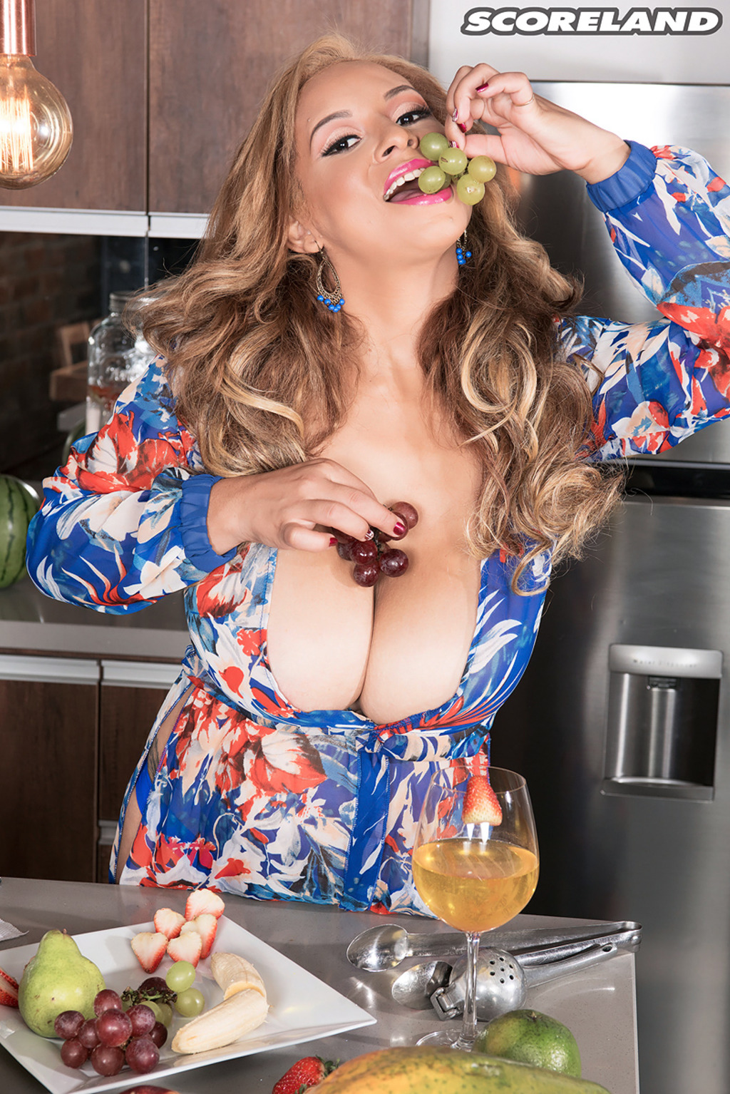 BODACIOUS MILF Shara Lopez has some ENORMOUS Boobs!