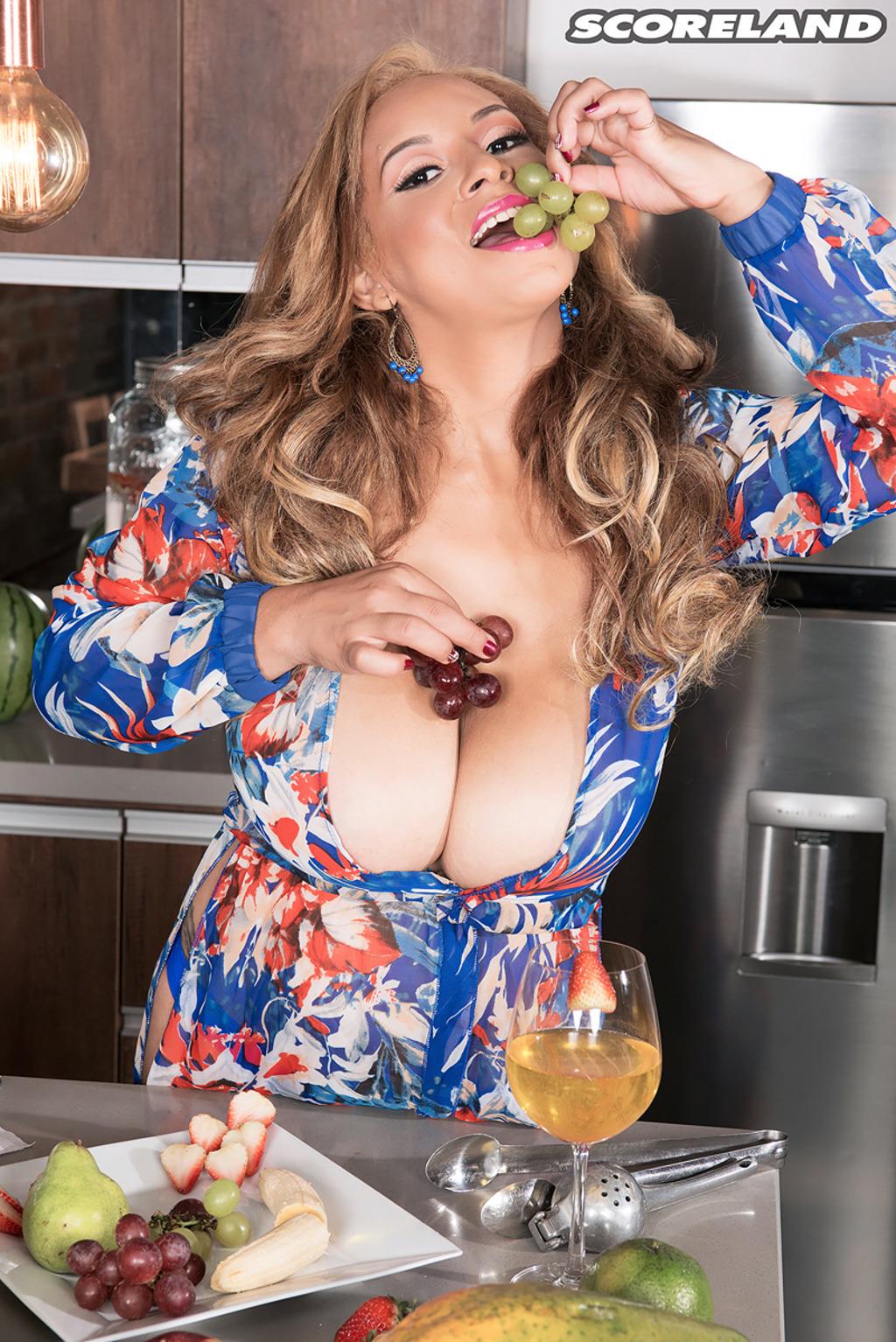 BODACIOUS MILF Shara Lopez has some ENORMOUS Boobs!