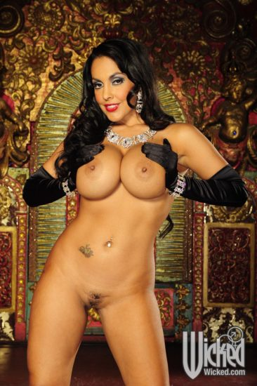 PHOTO | 01 17 366x550 - Nina Mercedez In Gloves