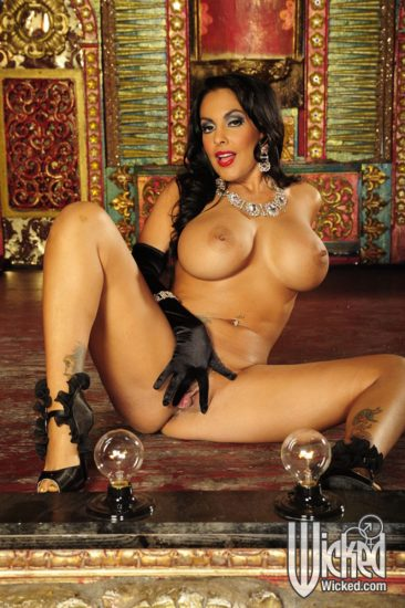 PHOTO | 07 17 366x550 - Nina Mercedez In Gloves