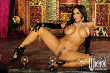 PHOTO | 08 17 366x243 - Nina Mercedez In Gloves