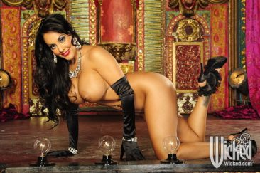 PHOTO | 13 17 366x243 - Nina Mercedez In Gloves