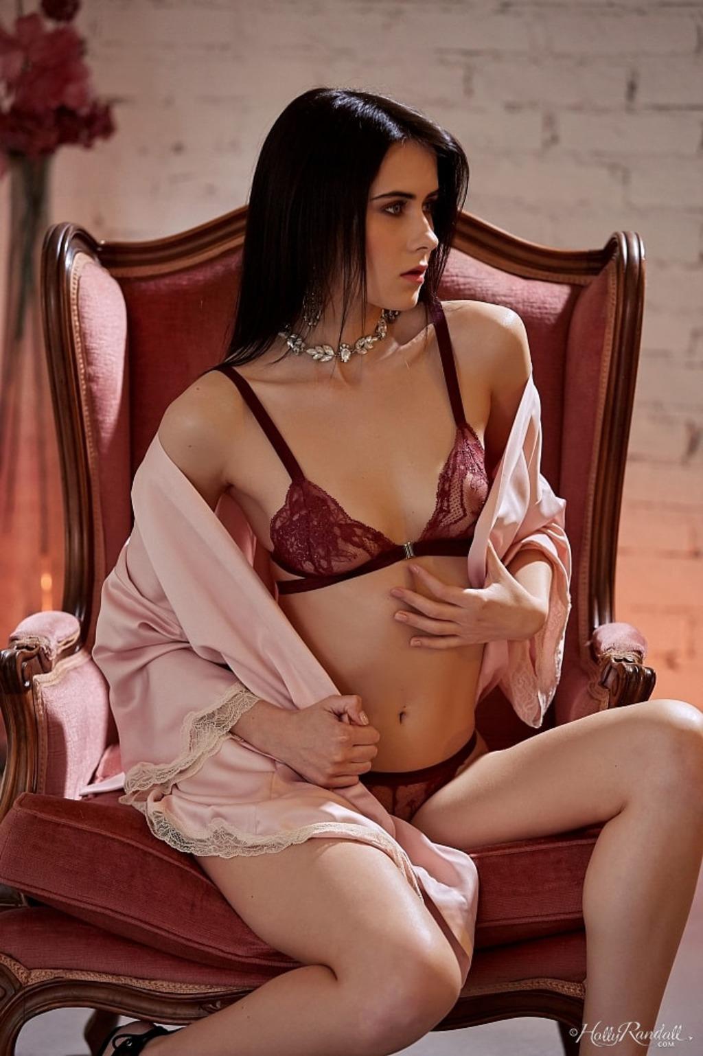 PHOTO | 00 39 - Sexy Model Mona Doing Her Best