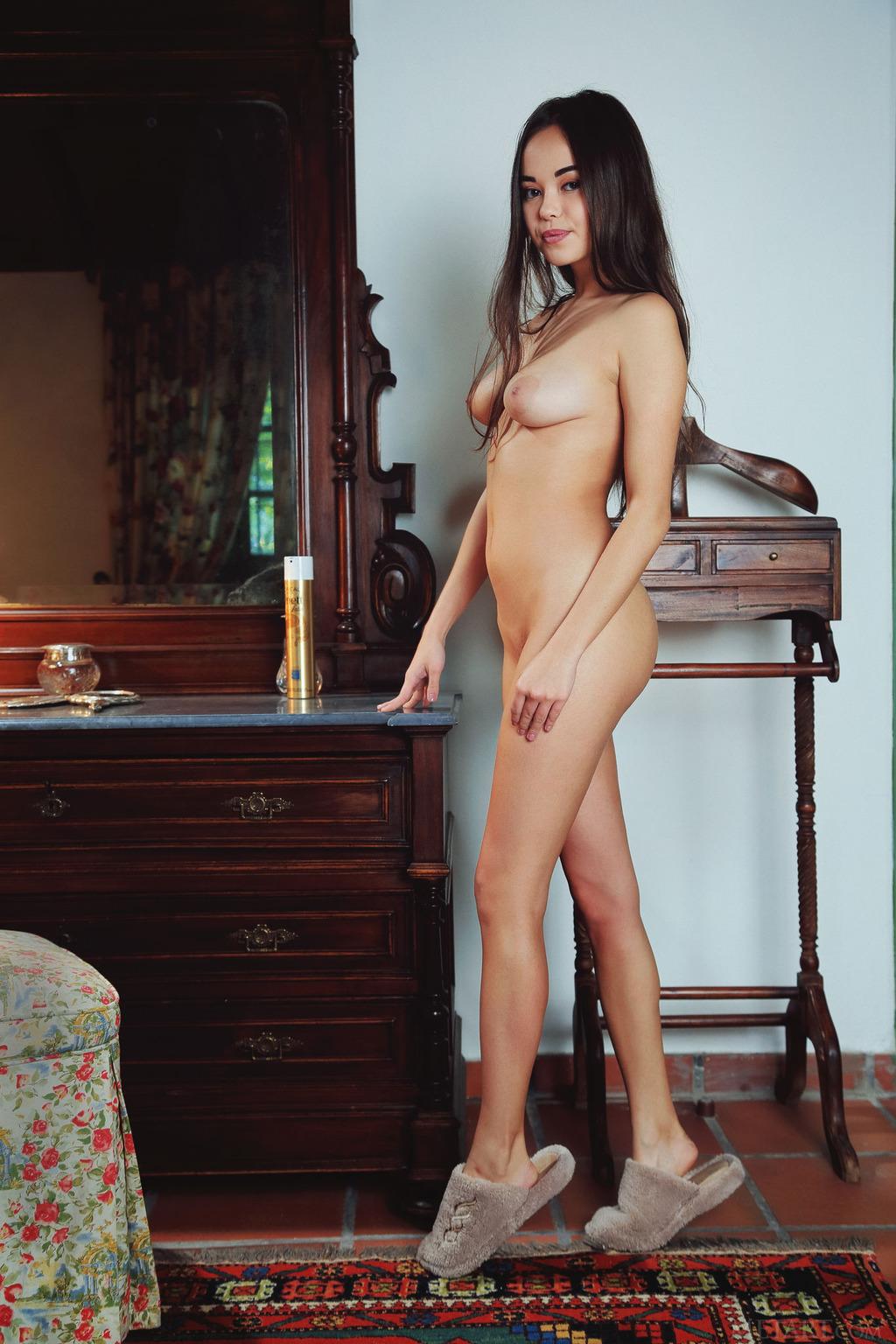 PHOTO   00 80 - Fucking Hot Exotic Babe Li Moon