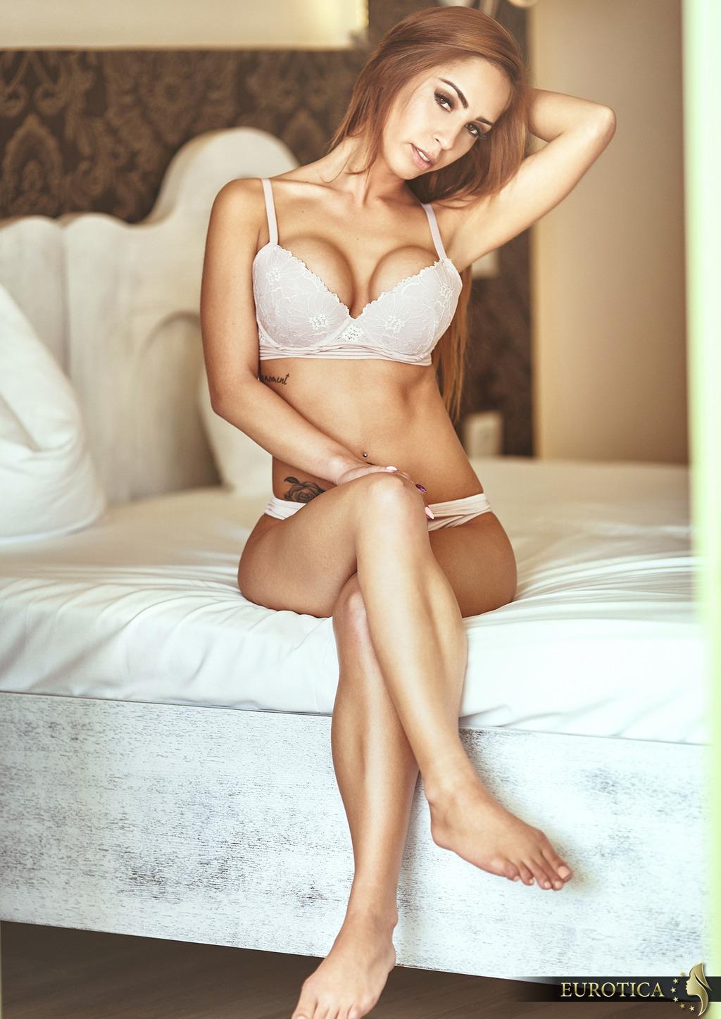 PHOTO | Vivienne 00 - Vivienne In The Bedroom
