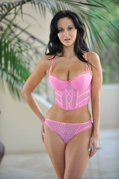 PHOTO | 00 114 480x722 - Ava in pink lingerie