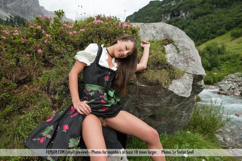 PHOTO | 00 240 - Lorena G. - Sexy Mountain Views
