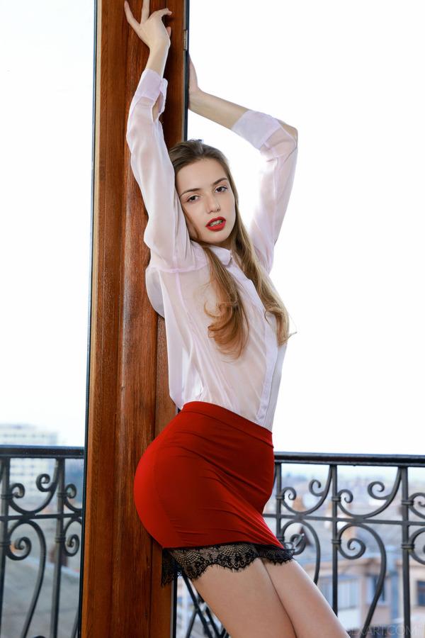 PHOTO | 00 256 - Stunning brunette Elle Tan strikes a seductive pose on the balcony