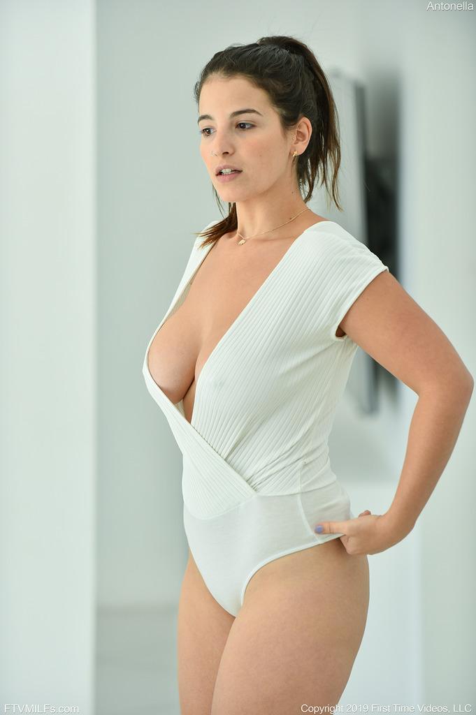 PHOTO | 00 291 - Super Sexy Antonella
