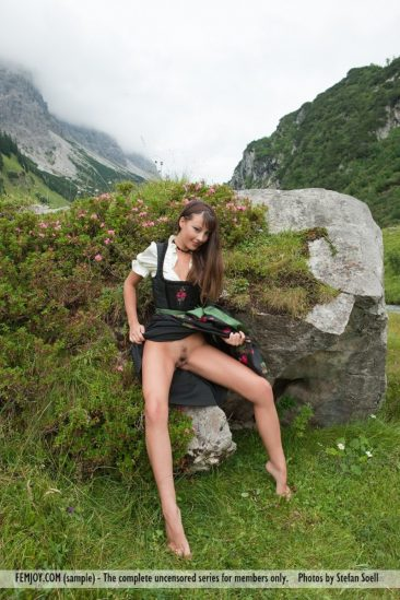 PHOTO   03 184 366x549 - Lorena G. - Sexy Mountain Views