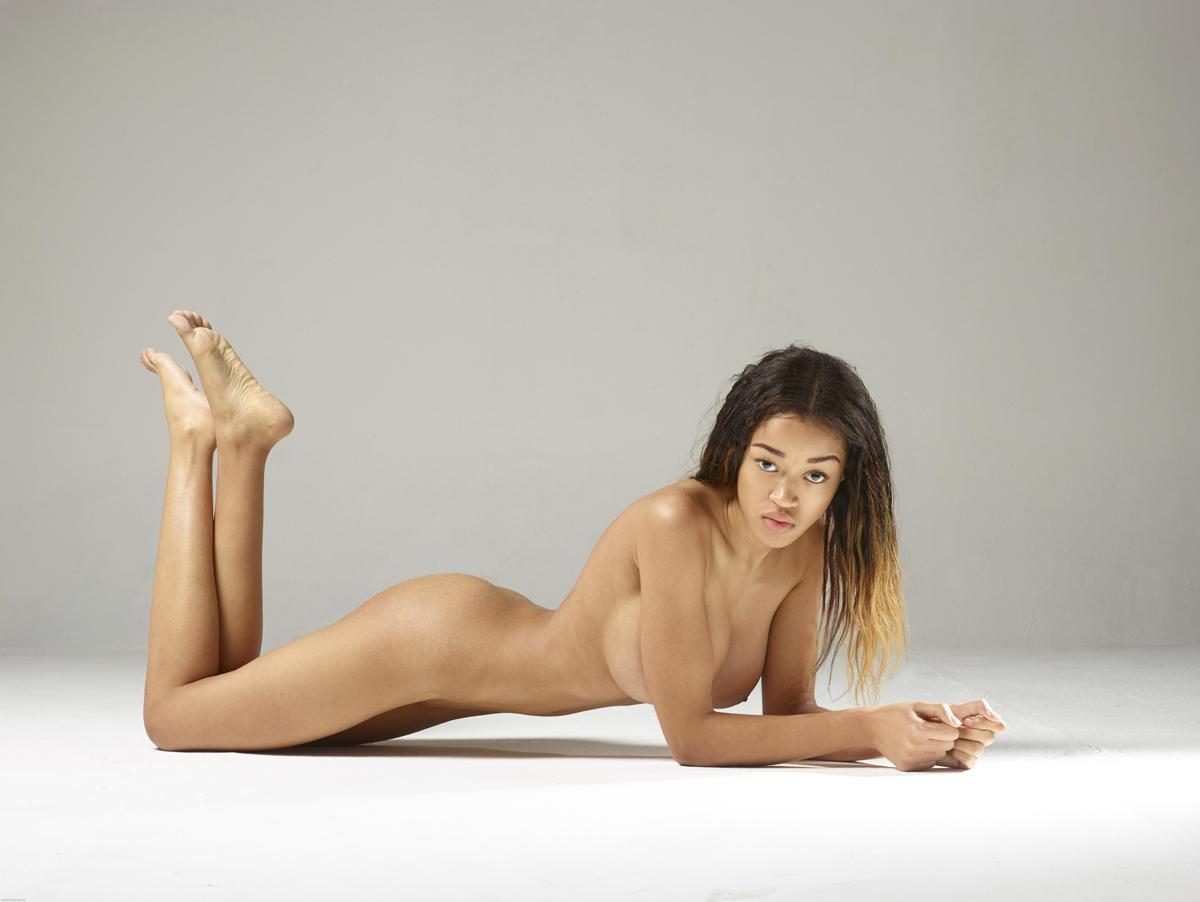 PHOTO   00 92 - Beautiful Ebony Tyra Super Boobs