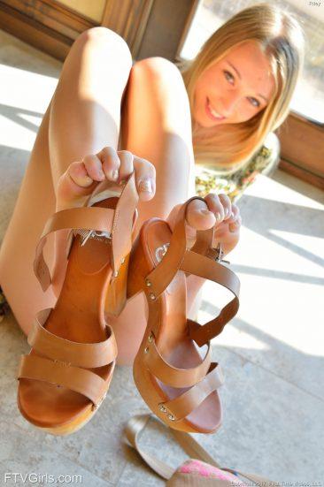 PHOTO   09 165 366x551 - Yummy Blonde Riley - Public Nudity