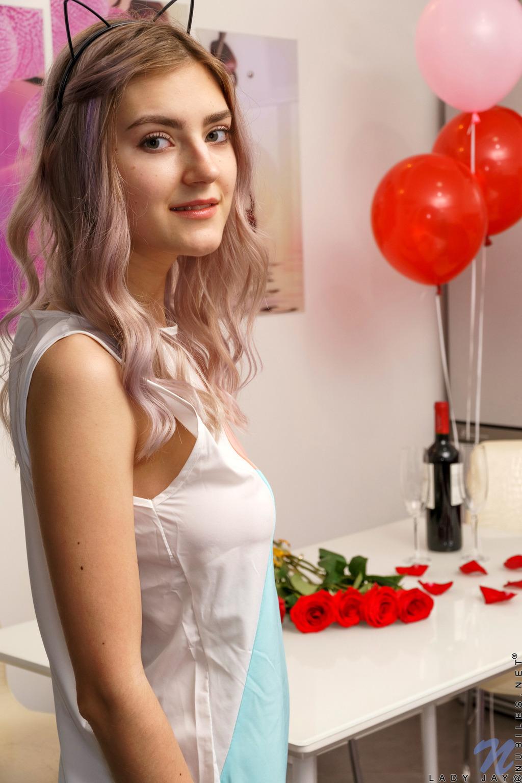 PHOTO | 00 152 - A Valentines Surprise