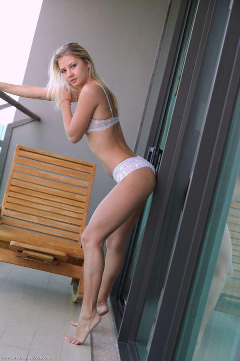 PHOTO | 00 34 480x720 - Katrina White Panties