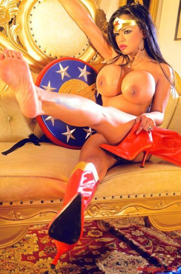 PHOTO | 05 314 366x553 - Cosplay Queen Armie Flores In A Sexy Wonder Woman Outfit