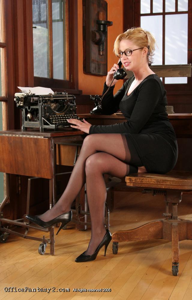 PHOTO   1 17 - Holly Morgan Intern Office Fantasy