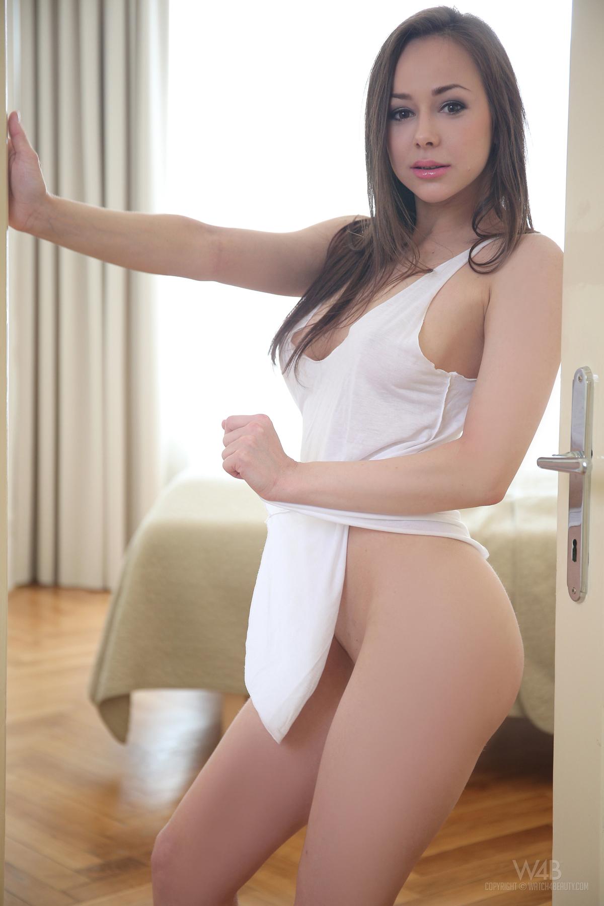 PHOTO   00 198 - Steaming Hot Teen Darisha Spreads