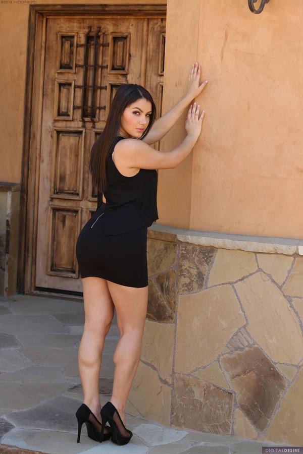 PHOTO   00 3 - Busty As Hell Valentina Nappi