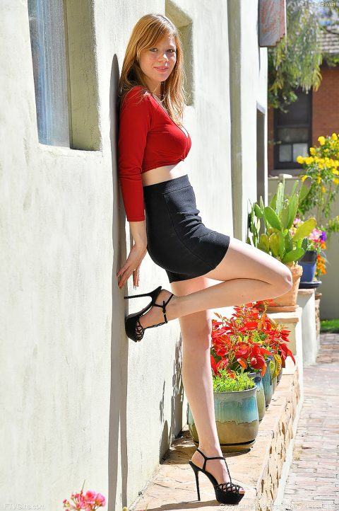 PHOTO | 00 326 480x722 - Upskirt In Red