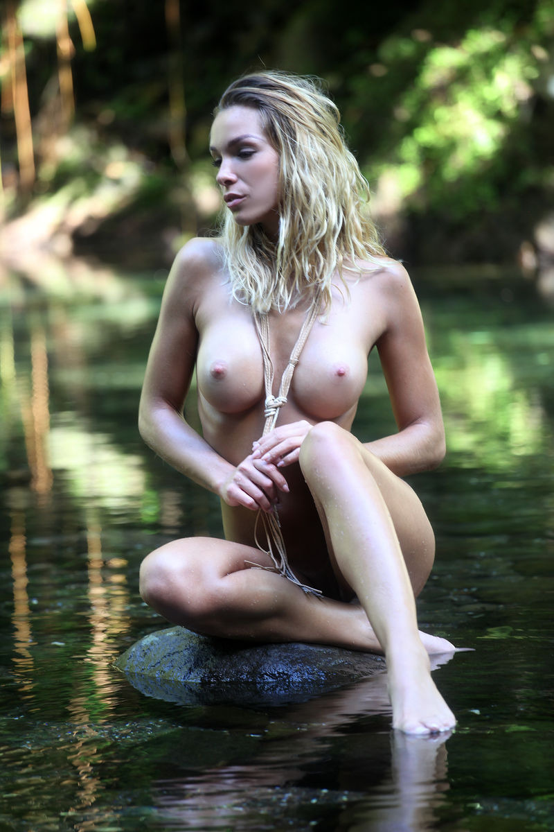 PHOTO   00 39 - Amber A. River Nymph By Femjoy