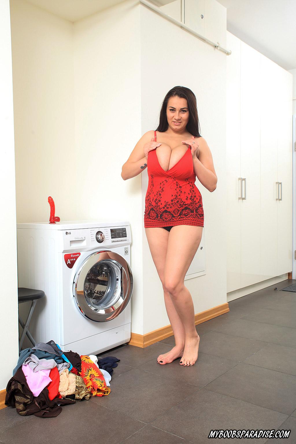 PHOTO | 1 1 - Helen Star Nude Laundry Day