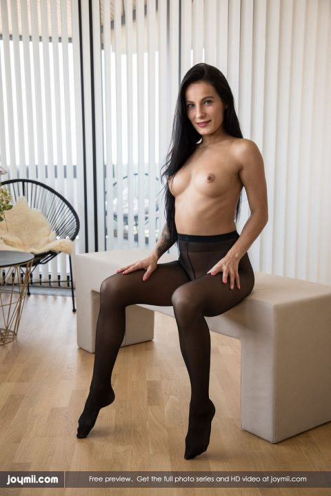 PHOTO | Watch me in my pantyhose 00 480x720 - Watch Me In My Pantyhose