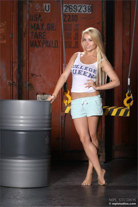 PHOTO | 00 34 480x719 - Yummy Blonde Ella - College Queen