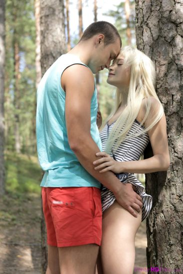 PHOTO | Blonde teen girl fuck nature 00 366x549 - Blonde Teen Girl Fuck In The Nature