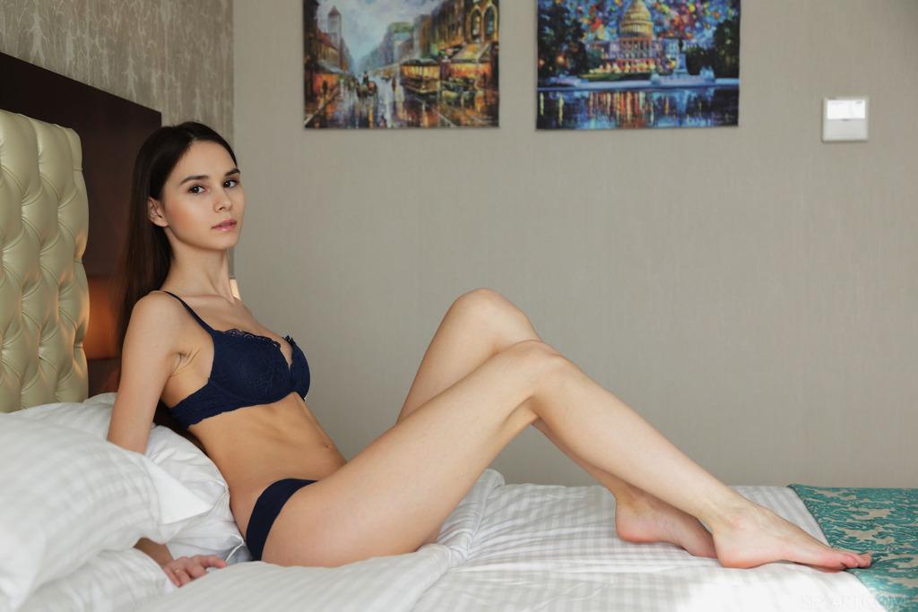 PHOTO | 00 84 - Skinny Teen Leona Mia Spreading Pussy Lips