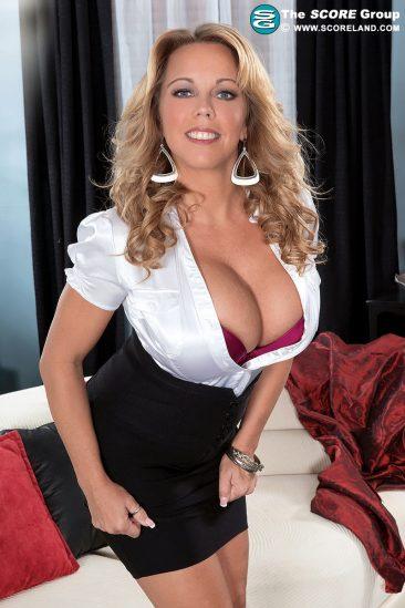 PHOTO | 02 39 366x549 - Busty milf Amber Lynn Bach