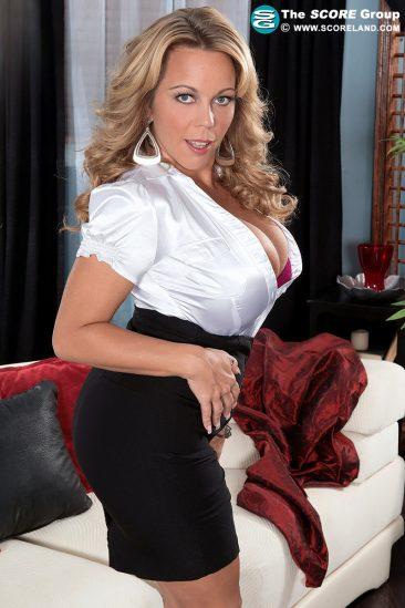 PHOTO | 04 39 366x549 - Busty milf Amber Lynn Bach