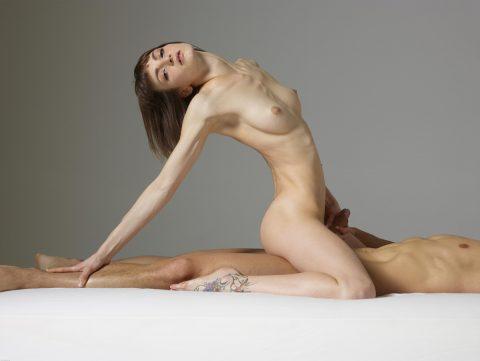 PHOTO   00 82 480x361 - Sexy Model Flora Sucking Cock