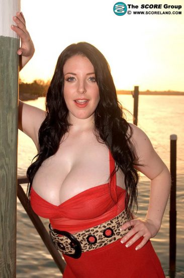 PHOTO | 01 34 366x551 - Angela White In A Red Dress At The Pier