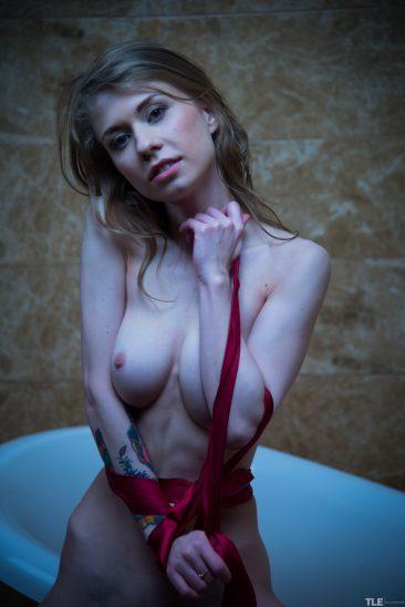 PHOTO | Eva Gold 01 366x548 - Eva Gold
