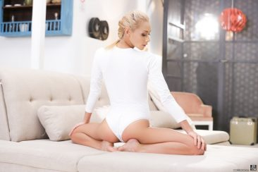 PHOTO | Blonde Beauty 04 366x244 - Blonde Beauty