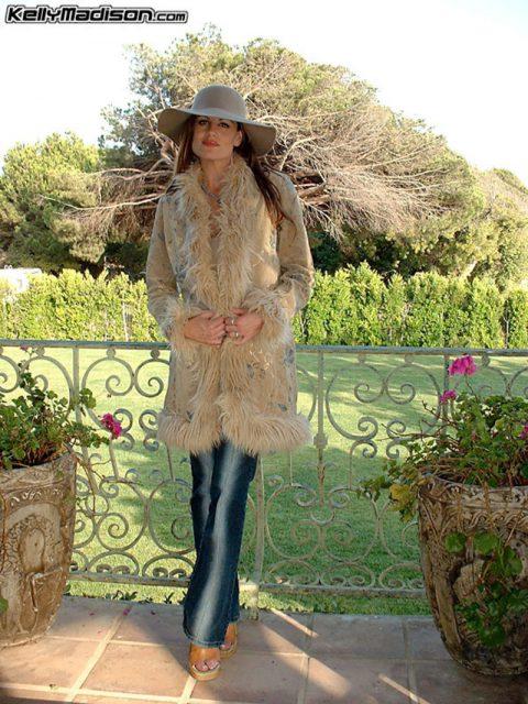 PHOTO | 00 38 480x640 - Kelly Fur Coat